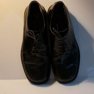 Black shoe by Brown Shoe made in Italy